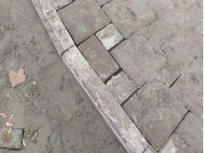 Брянцев удивила кривая укладка плитки в парке ДК железнодорожников