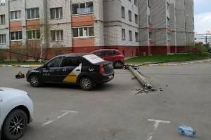 В Московском микрорайоне Брянска рухнул столб