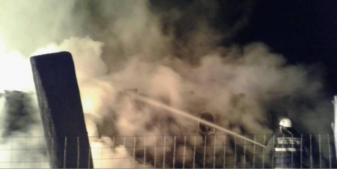 Под Почепом пожарные 2 часа тушили горящую дачу