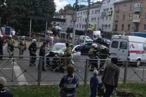 В Брянске улица Никитина стала в пробке из-за серьезного ДТП