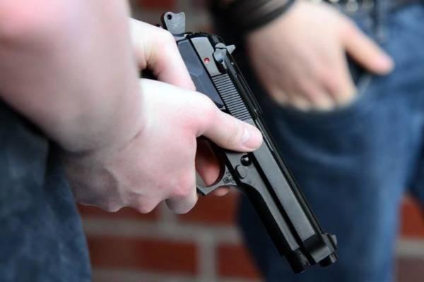 В Брянске парень заступился за девушку и ранил ее обидчика из травматического пистолета