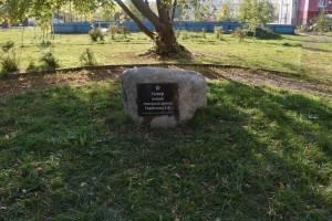 В Брянске отмыли от грязи мемориал в сквере Горбатова