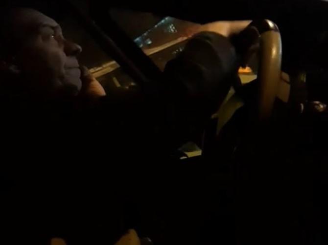 В Брянске водитель маршрутки ругался по телефону на пассажиров