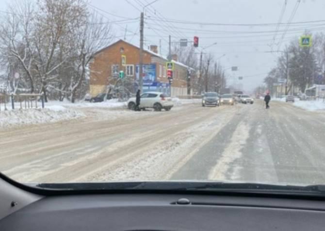 В Брянске на Станке Димитрова автомобили попали в ДТП