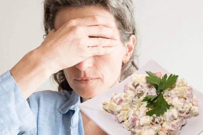 Над доедающим новогодние салаты брянцем нависла страшная угроза
