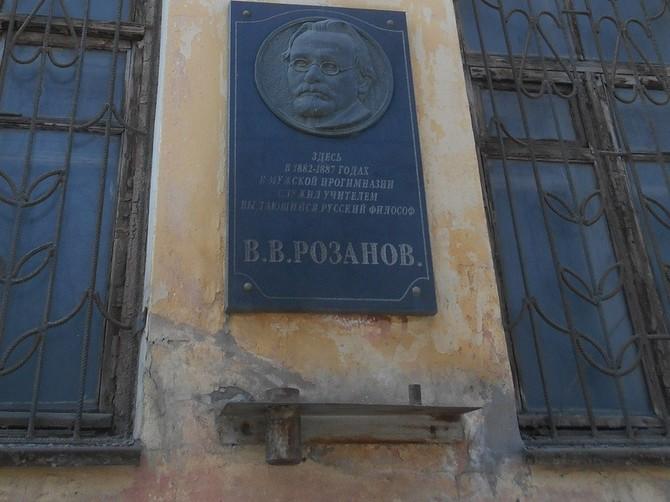 На смену «хранцузских гувернеров» пришли «московские эксперты»