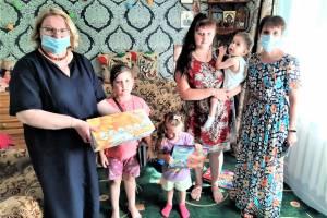 Брянцы помогли семьям с тяжелобольными детьми в Дубровском районе