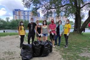 В Брянске очистили от мусора пляж у железнодорожного вокзала