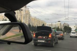 В Брянске на площади Партизан не разъехались легковушки