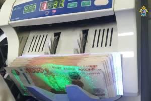 Лжесотрудница полиции пообещала двум брянцам за 99 тысяч рублей оформить права