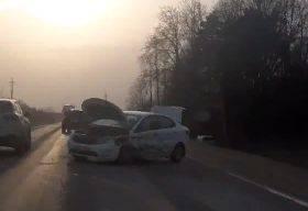 На объездной дороге под Брянском столкнулись две легковушки