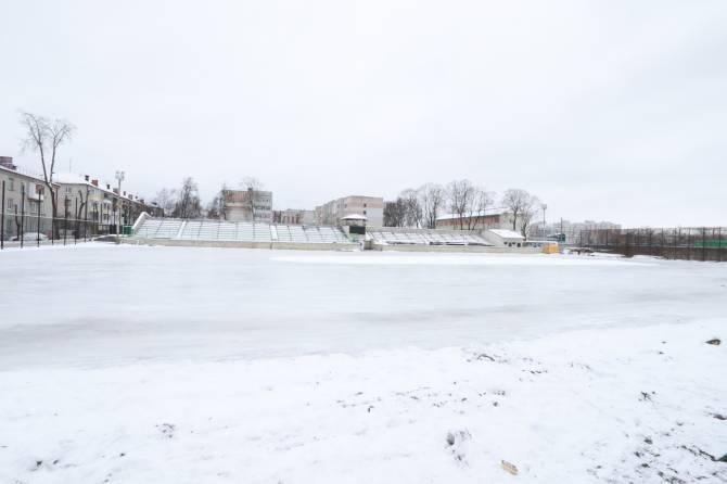 В Брянске залили превышающий размером футбольное поле ледовый каток