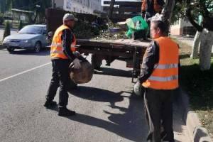 Осужденных суражской колонии отправили на уборку улиц