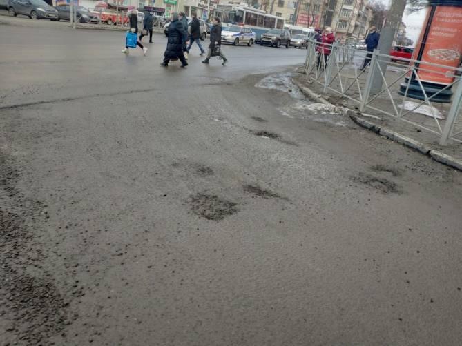 «Это фиаско»: в Брянске разваливается новая дорога на 3-го Интернационала
