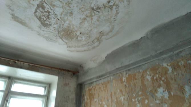 Жителям общежития с «дырявой» крышей на Набережной пообещали компенсацию