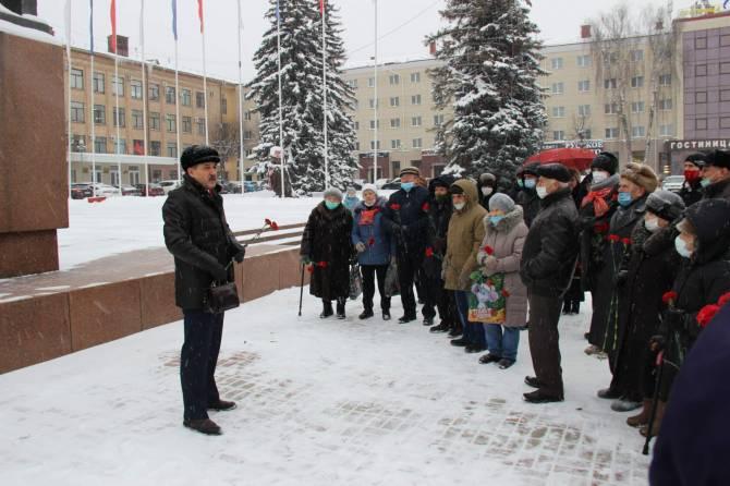 В Брянске коммунисты почтили память Владимира Ленина