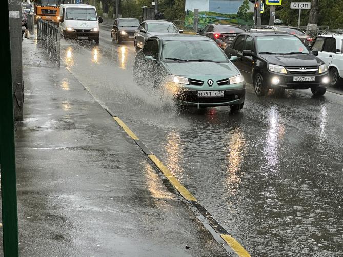 В Брянске на дороге в Володарку унизили пешеходов