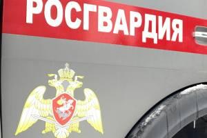 В Брянске 19-летний парень обокрал супермаркет и пустился в бега