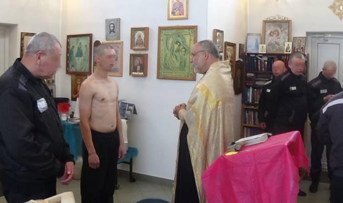 В храме брянской колонии в Клинцах покрестили осужденного