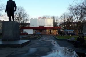 В Брянске начался ремонт сквера возле кинотеатра «Салют»