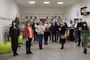 Брянским волонтерам вручили грамоты президента Путина