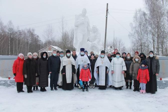 В брянском поселке Березовка почтили память павших в годы войны бойцов