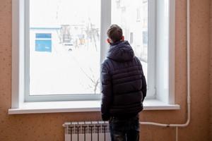 В Навлинском районе чиновиники оставили сироту без жилья