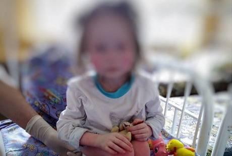 В Брянске истощенную девочку с обморожениями изъяли из приемной семьи