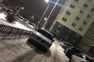 В Брянске автохам заблокировал въезд во двор многоэтажки