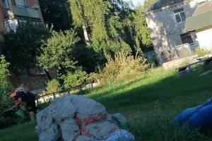 В Стародубе школьники убрали детскую площадку после пьянки взрослых