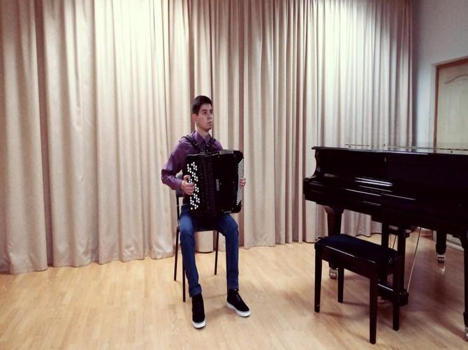 Новый концертный баян за 390 тысяч рублей поступил в брянскую школу искусств