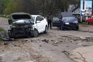 В Локте в страшном ДТП разбились два легковых автомобиля