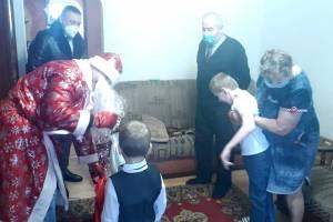 В Брянске собрали 200 подарков для семей с детьми-инвалидами