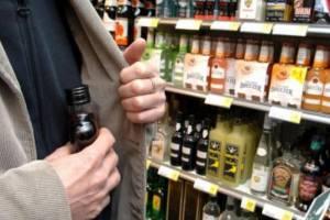 В Новозыбкове вор украл из магазина дорогие ликер и кофе