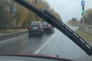 Под Брянском на трассе столкнулись две легковушки