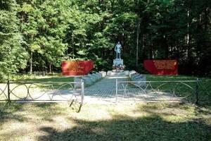 Клетнянские лесники благоустроили места воинских захоронений