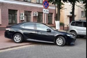 В Брянске у администрации сняли на фото мастера парковки