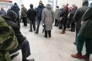В Брянской горбольнице №2 выстроилась огромная очередь за талонами