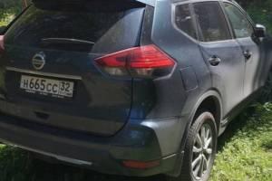 В Брянске две заезжие автоледи захватили двор на бульваре Гагарина
