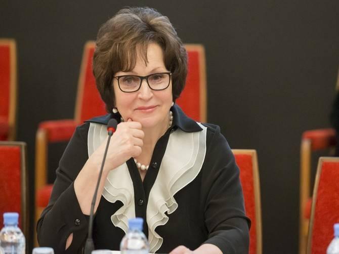 Брянский экс-сенатор Лахова назвала геев больными людьми