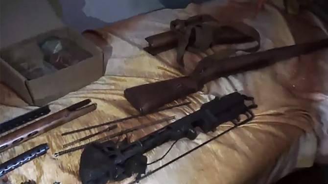 На даче у брянца обнаружили 20 кг взрывчатки и оружие