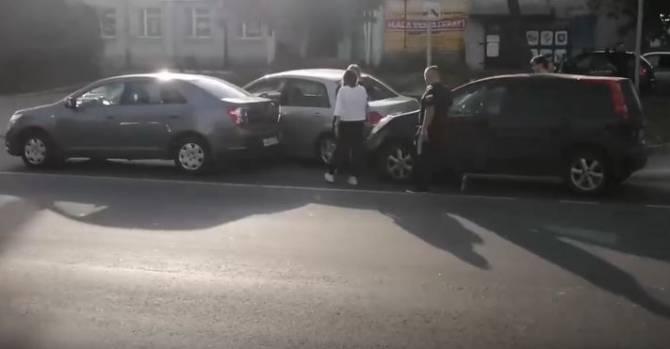 В Брянске на Литейной столкнулись четыре автомобиля