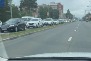 В Брянск встал в гигантской пробке из-за стройки на Московском