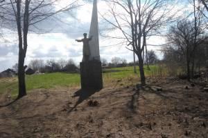 После скандала благоустроили памятник Гагарину в селе Ущерпье