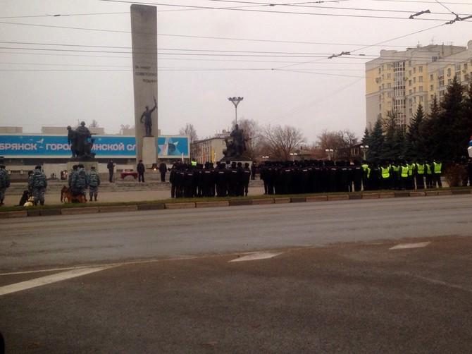 В центре Брянска полицейские отрепетировали открытый общегородской смотр