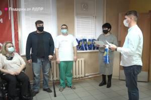 В международный день инвалидов брянские активисты ЛДПР подарили подарки