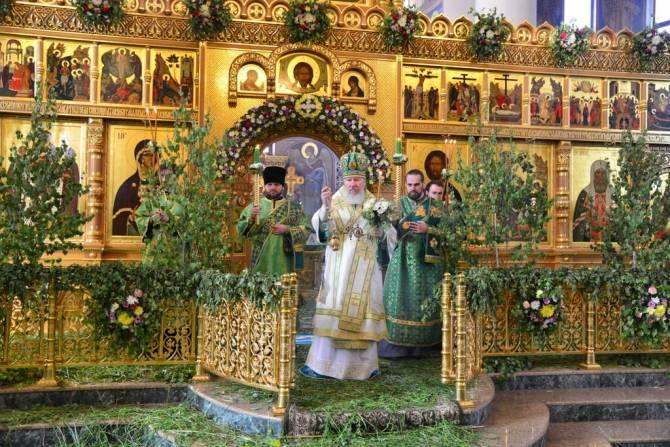Православные брянцы отмечают День святой Троицы