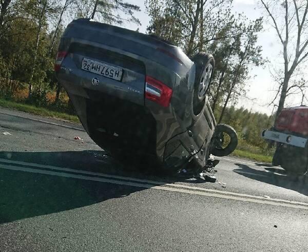 В страшном ДТП под Брянском пострадал водитель легковушки
