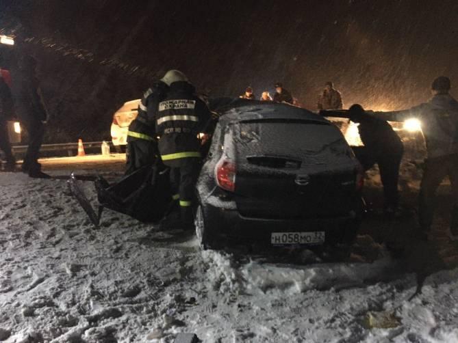 Под Жуковкой на трассе разбились две легковушки: есть раненые