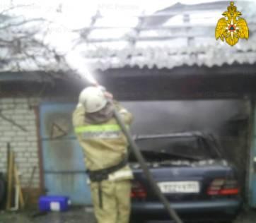 В Погаре сгорел легковой автомобиль - есть пострадавший